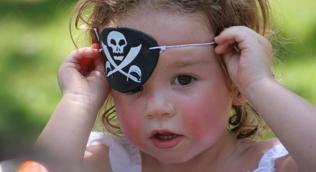 Geekswipe - Why did pirates wear eye patches - res - flickr - 1